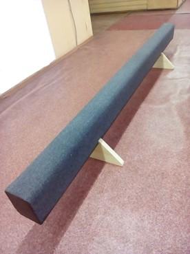 Brevno-gimnasticheskoe-napolnoe-3-m-s-oporami